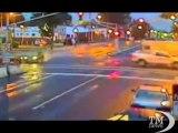 Crash al semaforo, ma l'incidente diventa spot per guida sicura. L'impatto per un rosso non rispettato in New Jersey