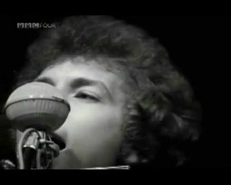 DYLAN GOES ELECTRIC OR BOB DYLAN AT THE NEWPORT FOLK FESTIVAl, JULY 25, 1965