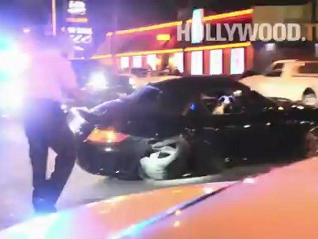 Robin Thicke deshace su Porsche en Sunset! - Hollywood.TV