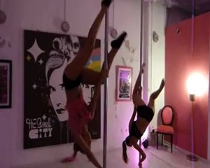 Pole Dance Academy Marseille : enchainement, Jamilla to Butterfly Extended to Handspring