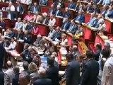 Des députés UMP quittent l'hémicycle pendant une discours de Jean-Marc Ayrault