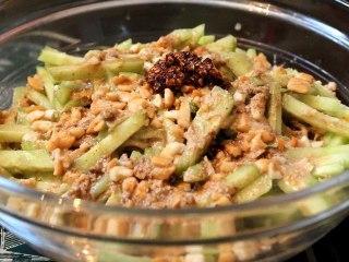 Salade chinoise de nouilles et concombre au tahin