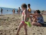 rapha 2ans a la plage(merci pour le sable dans la tete lol)