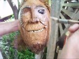 Sculpture sur coco . Création d'une tête de pirate en noix de coco . île de la Réunion 3