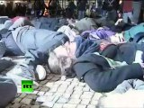 Flashmob for Peace: Anti-NATO protesters play dead ahead of Lisbon summit