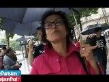 Des bisous gratuits pour les filles sur les Champs-Elysées