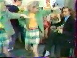 La danse mythique dans la Famille Fou Rire