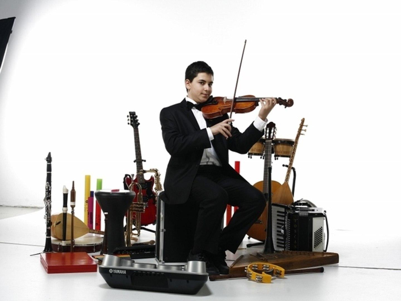 Ferayi'dir Kızın Adı Ferayi Enstrümantal Piyano Resitali Yakartepe Muğla yöre türkü Efe zeybek