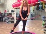 Monya fitness e giwa un allenamento completo con il tappeto elastico e la Flexi-Bar