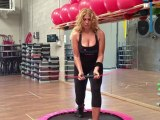 Monya fitness e Giwa posizioni di allenamento con il trampolino elastico e la Flexi Bar