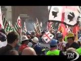 Operai Alcoa in corteo a Roma: siamo disposti a tutto - VideoDoc. Voci dalla protesta, attesa per la riunione al Ministero