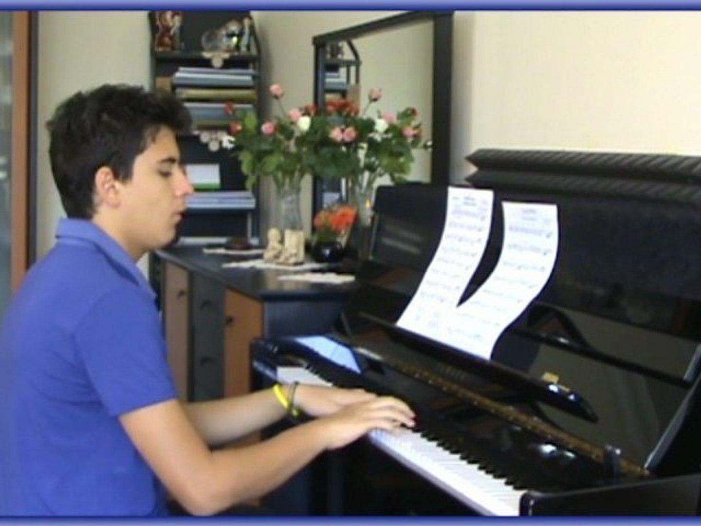 Piyano LALE DEVRİ Şarkısı Çocuk Piyanist ile Küçük Mini ufak rol Çocuğu Çocuklar müzisyen Senfonik S