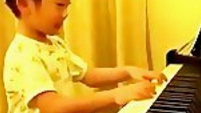 Incredibly Talented 5 Year Old Piano Player