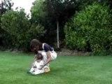 Mamie joue au foot avec un bébé / mamy play football with baby