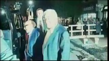 DSK, souriant, quitte son domicile de Manhattan