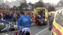 Huit motards de la police fauchés par une voiture