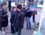 Mouscron: les élèves de l'école Raymond Devos rendent hommage aux victimes de l'accident de bus