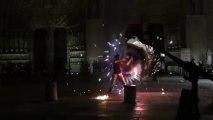 jongleur cracheur de feu Notre dame de Paris