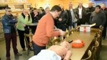 Foot: démonstration d'un défibrillateur au RFC Huy