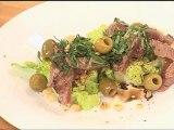 Rumsteak et sa salade de sucrine, olives et pignons