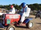 3ème manche de la course de tracteurs tondeuses