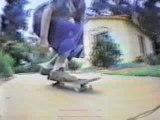 Regis fait du skate