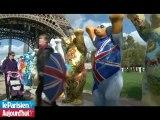 Les oursons géants de la tour Eiffel, attraction des touristes.