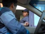 Blague au Drive avec une fausse main