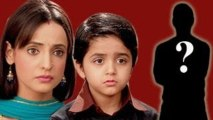 Khushi SEARCHES FOR Aarav's Father in Iss Pyar Ko Kya Naam Doon 5th November 2012