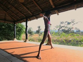 Weight Loss Yoga : Extended Side Angle Pose