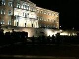 Το πανό του ΣΥΡΙΖΑ στη Βουλή