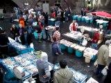 Marché au poisson de Catane en Sicile, bruyant et animé, une étape traditionnelle incontournable