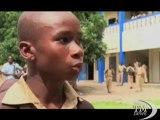 Costa d'Avorio: la passione del calcio porta i ragazzi a scuola. Al Cissé Institute di Abidjan si gioca solo con dei buoni voti