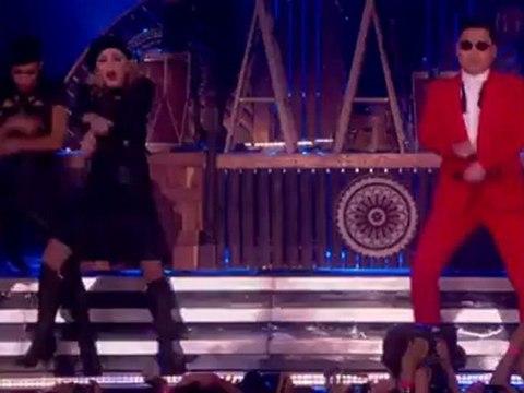 Madonna,  PSY ile sahnede Gangnam Style dansı yaptı.
