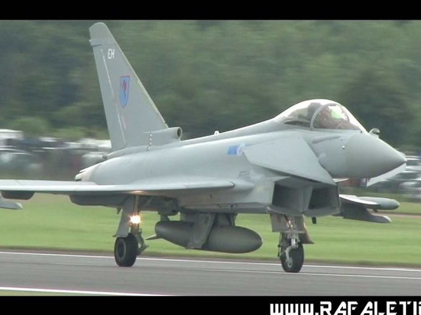 Eurofighter Typhoon RAF- solo display [Full HD]