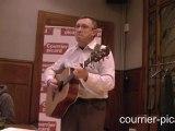 Jean-Luc Vigneux interprète une chanson en picard