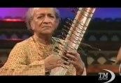 Addio a Ravi Shankar, il maestro indiano del sitar e dei Beatles. Scomparso a 92 anni, era il padre di Norah Jones