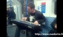 Beat box + piano dans le métro