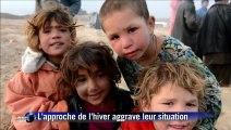 Des Afghans réfugiés de l'intérieur dans un camp de fortune