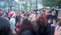 400 personnes sur la place Jeanne Hachette pour le flashmob de noël