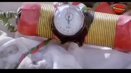 Hum  (Fight  Scene) Amitabh Bachchan, Anupam Kher  20
