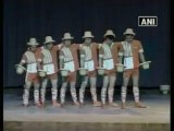 Chinese acrobats enthrall audiences at New Delhi.mp4