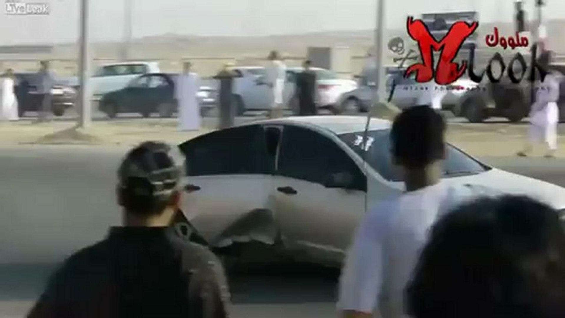 Drift fail Carro capota durante cavalo de pau em drift na Arábia Saudita