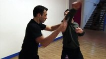 Comment se défendre contre une attaque au couteau ; cours self-défense arme blanche krav maga