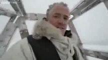 Un caméraman de la BBC rencontre une ourse polaire