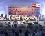 Advani takes jibe at PM, Sonia on WP article.mp4