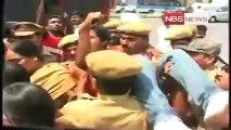 Violence at Osmania campus ahead of Telangana march.mp4