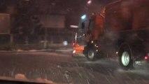 Déneigement de nuit par les services des routes du Val d'Oise