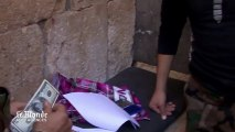 Les combattants rebelles syriens reçoivent leur première paie