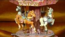Lutèce Créations, le spécialiste des automates et des boîtes à musique, présente ce carrousel musical miniature avec chevaux faisant partie de sa collection de manèges musicaux animés (grandes roues, carrousels etc...).
